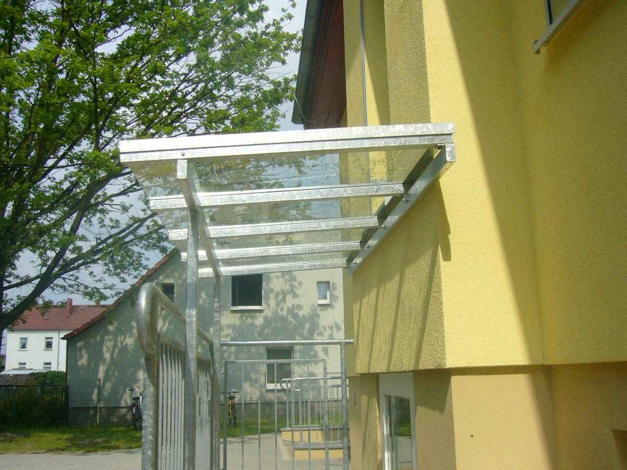 Vordach mit Glasfüllung
