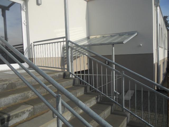 Vordach und Treppengeländer