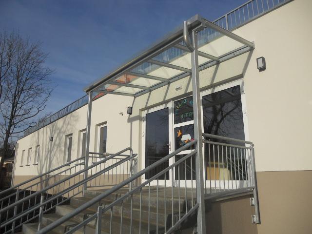 Vordächer und Treppengeländer