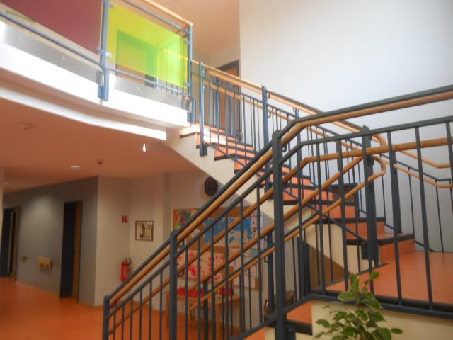 Stahltreppe mit farblich passendem Tritt