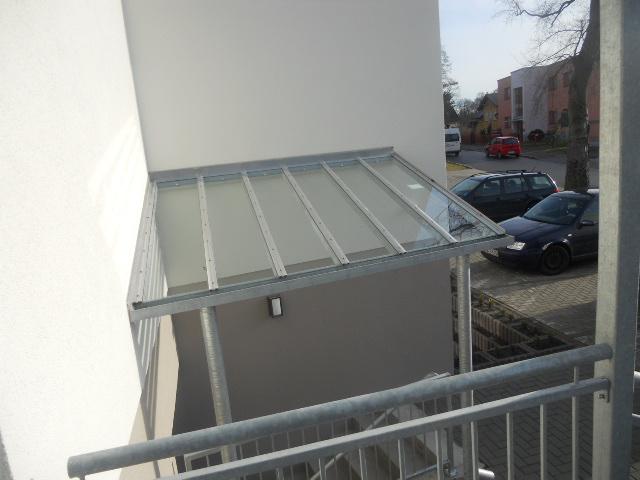 Vordach mit Glassfüllung